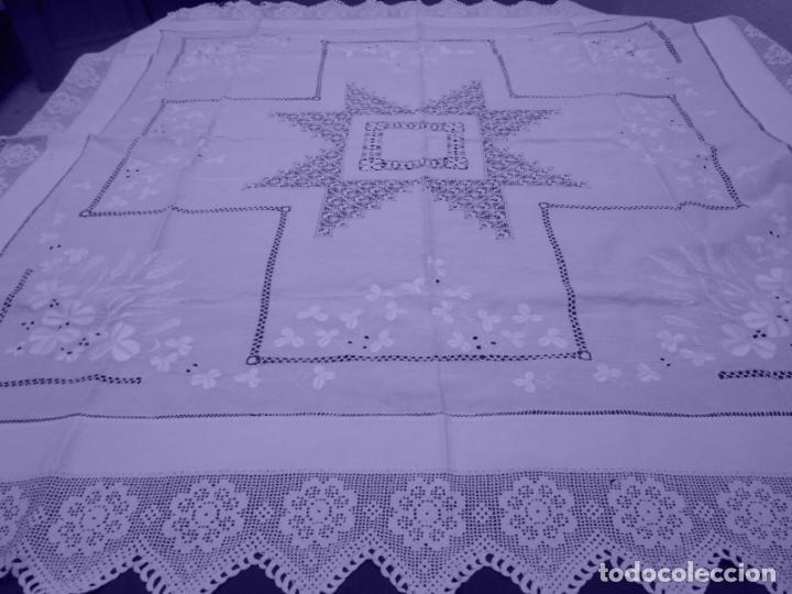 Antigüedades: Mantel Antiquo.Bordados,Vainicas anchas y Ganchillo fino.Beige claro.Lino Irlandés.125 x 125 cm - Foto 15 - 286845218
