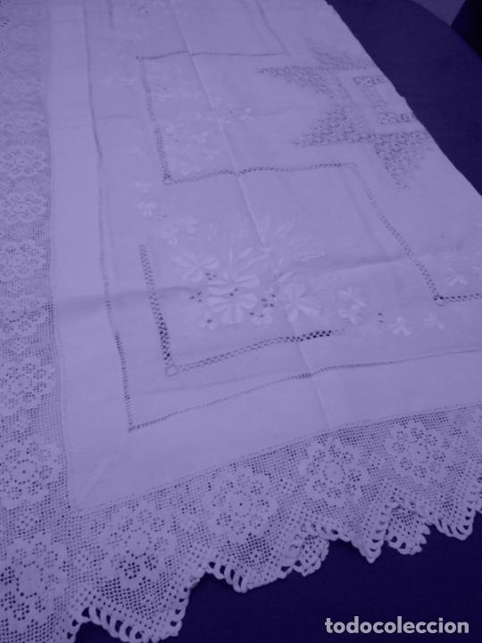 Antigüedades: Mantel Antiquo.Bordados,Vainicas anchas y Ganchillo fino.Beige claro.Lino Irlandés.125 x 125 cm - Foto 18 - 286845218