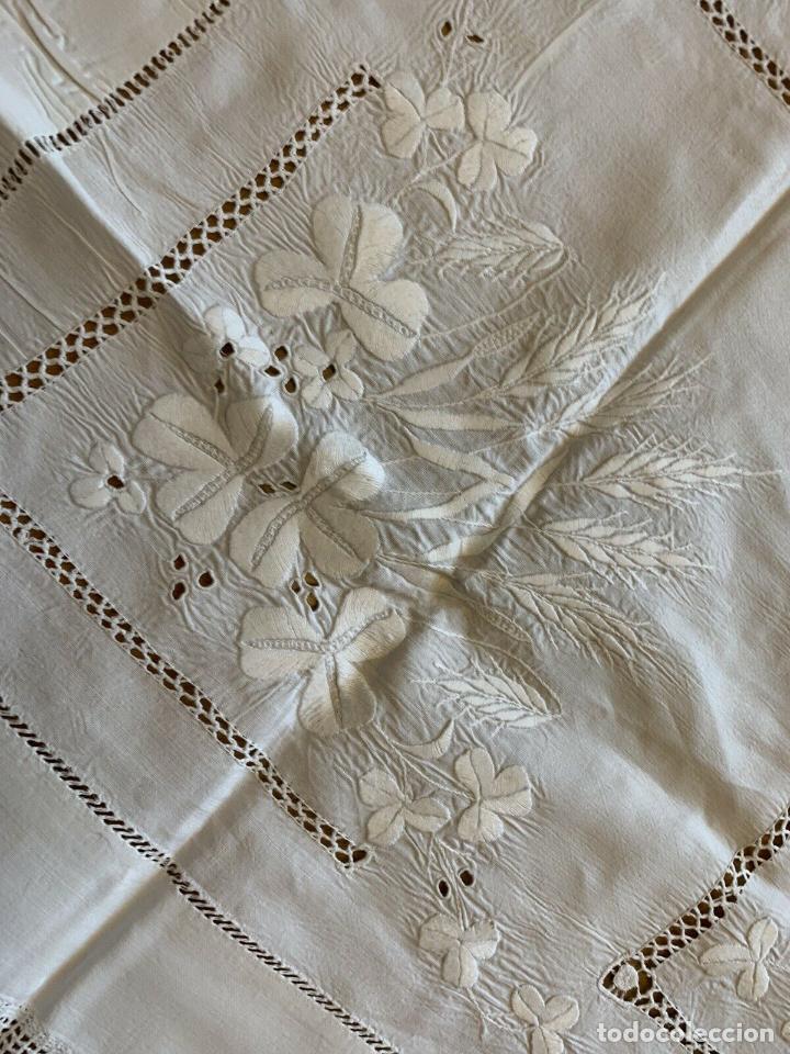 Antigüedades: Mantel Antiquo.Bordados,Vainicas anchas y Ganchillo fino.Beige claro.Lino Irlandés.125 x 125 cm - Foto 19 - 286845218