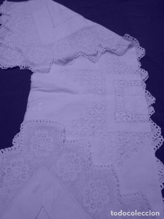 Antigüedades: Mantel Antiquo.Bordados,Vainicas anchas y Ganchillo fino.Beige claro.Lino Irlandés.125 x 125 cm - Foto 20 - 286845218