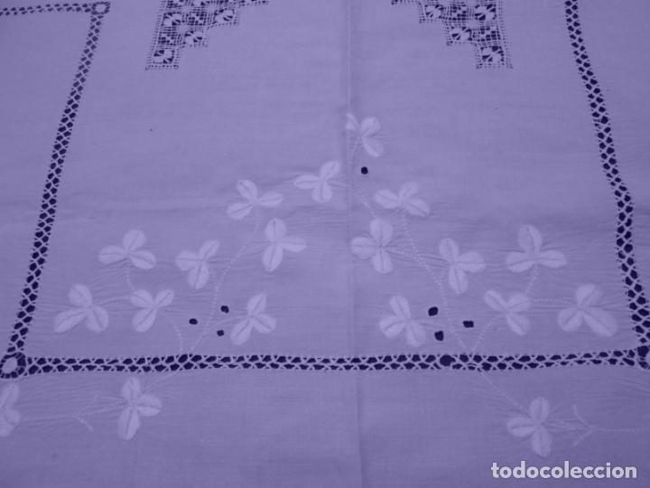 Antigüedades: Mantel Antiquo.Bordados,Vainicas anchas y Ganchillo fino.Beige claro.Lino Irlandés.125 x 125 cm - Foto 21 - 286845218