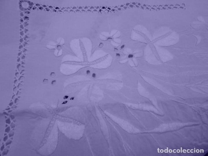 Antigüedades: Mantel Antiquo.Bordados,Vainicas anchas y Ganchillo fino.Beige claro.Lino Irlandés.125 x 125 cm - Foto 22 - 286845218