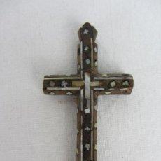 Antiquités: PEQUEÑA CRUZ DE JERUSALEN, CON INCRUSTACIONES DE NÁCAR, SIGLOS XIX - XX. Lote 286848583