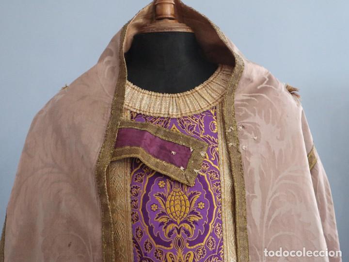 Antigüedades: Capa pluvial confeccionada en seda de damasco. España. Siglos XVIII-XIX. - Foto 4 - 286899398