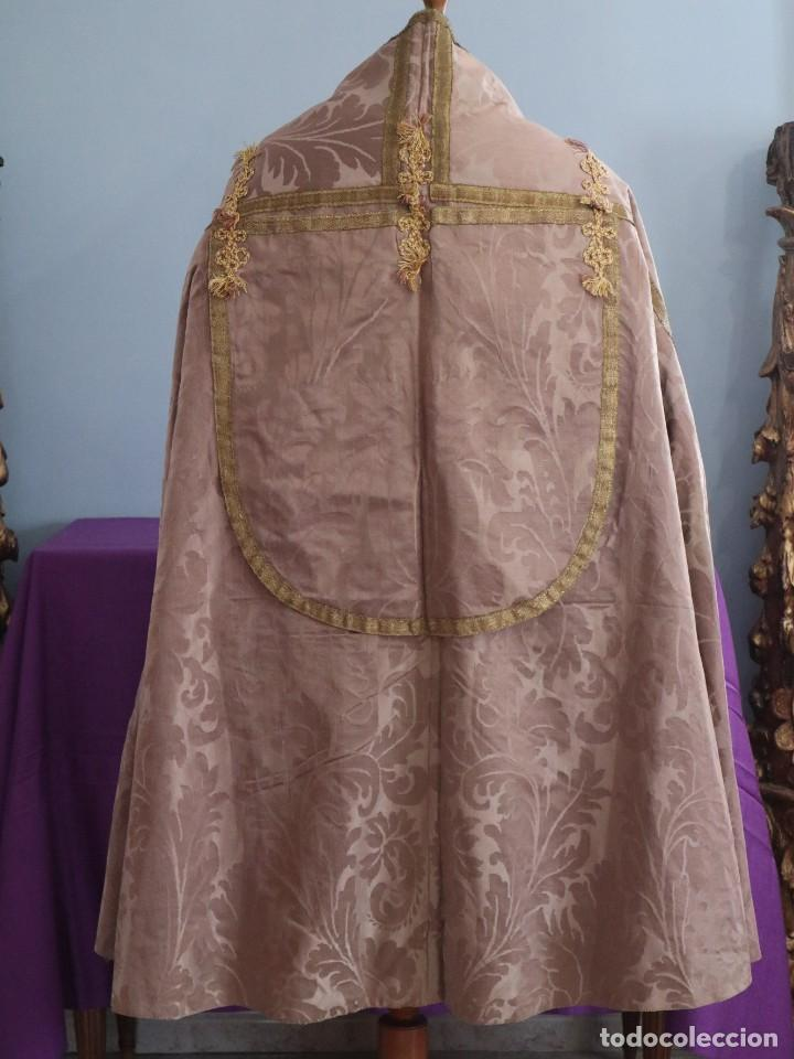 Antigüedades: Capa pluvial confeccionada en seda de damasco. España. Siglos XVIII-XIX. - Foto 10 - 286899398