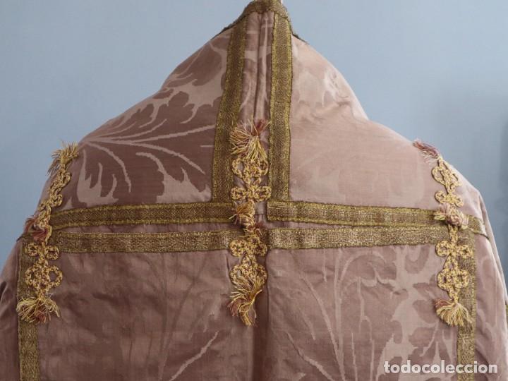 Antigüedades: Capa pluvial confeccionada en seda de damasco. España. Siglos XVIII-XIX. - Foto 11 - 286899398