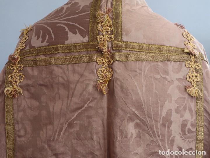 Antigüedades: Capa pluvial confeccionada en seda de damasco. España. Siglos XVIII-XIX. - Foto 12 - 286899398