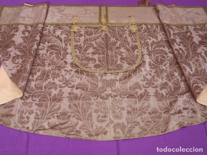 Antigüedades: Capa pluvial confeccionada en seda de damasco. España. Siglos XVIII-XIX. - Foto 14 - 286899398