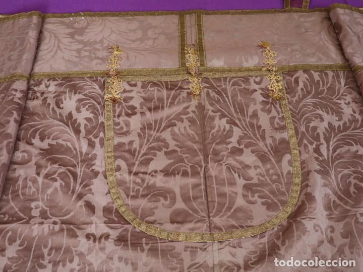Antigüedades: Capa pluvial confeccionada en seda de damasco. España. Siglos XVIII-XIX. - Foto 15 - 286899398