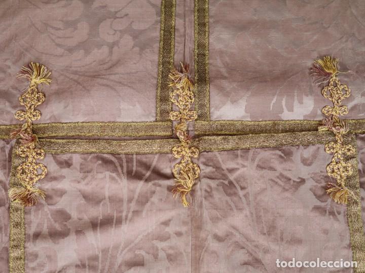 Antigüedades: Capa pluvial confeccionada en seda de damasco. España. Siglos XVIII-XIX. - Foto 17 - 286899398