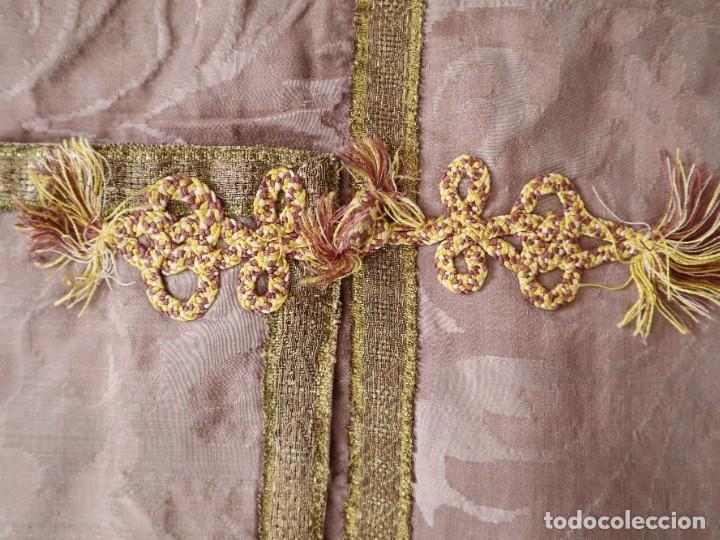 Antigüedades: Capa pluvial confeccionada en seda de damasco. España. Siglos XVIII-XIX. - Foto 18 - 286899398