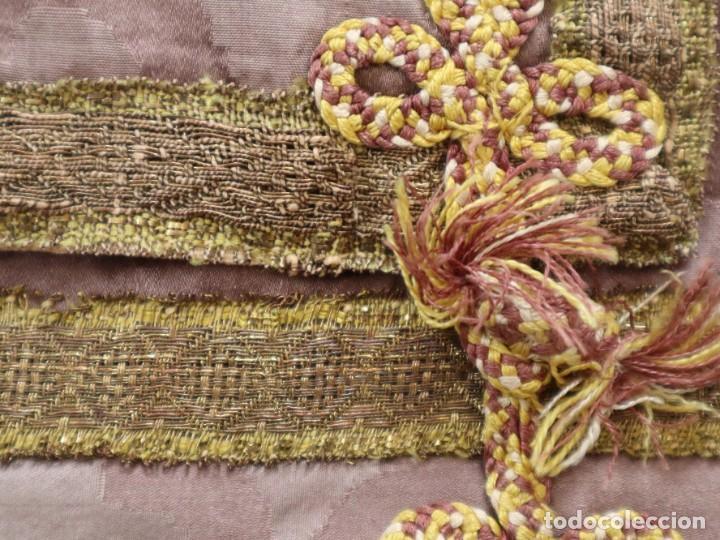 Antigüedades: Capa pluvial confeccionada en seda de damasco. España. Siglos XVIII-XIX. - Foto 19 - 286899398