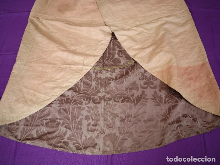 Antigüedades: Capa pluvial confeccionada en seda de damasco. España. Siglos XVIII-XIX. - Foto 22 - 286899398