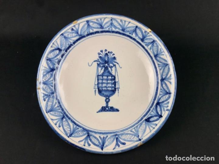 CONSERVADO PLATO DE MANISES SG XIX MUY RARO POCO VISTO. (Antigüedades - Porcelanas y Cerámicas - Manises)