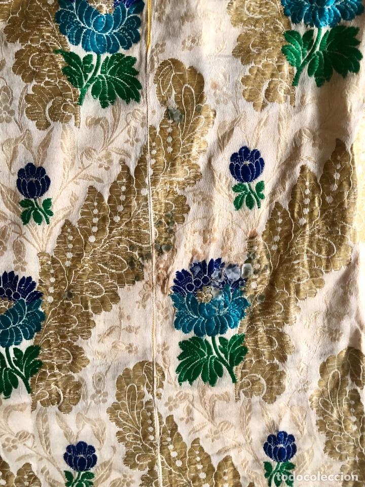 Antigüedades: Capa pluvial brocada en oro y sedas - Foto 3 - 286939688