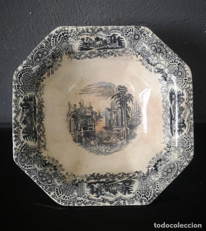 FUENTE DE PORCELANA CARTUJA PICKMAN SERIE VISTA EN NEGRO JARDINES IMAGINARIOS MEDIADOS S XIX (Antigüedades - Porcelanas y Cerámicas - La Cartuja Pickman)