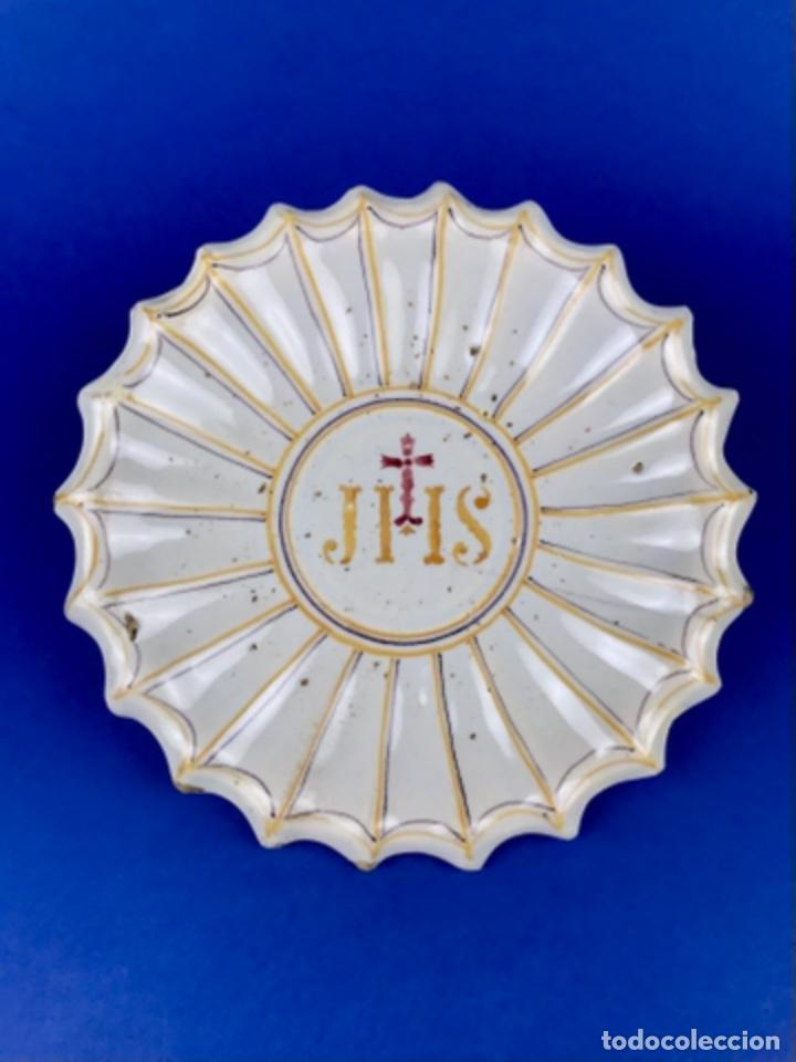 PLATO DE CERÁMICA CONVENTUAL. ~ JESUITAS~ MANISES SG XIX (Antigüedades - Porcelanas y Cerámicas - Manises)