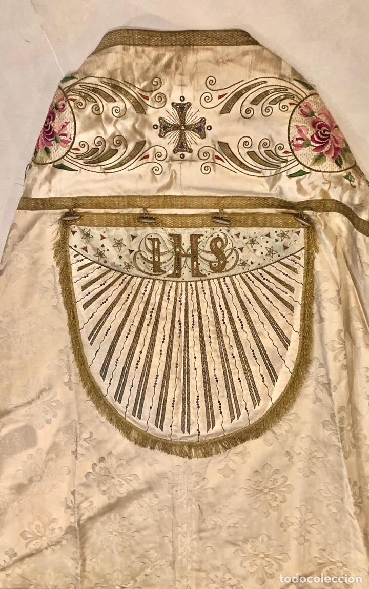 Antigüedades: Capa pluvial en seda blanca. Bordados. Siglo XIX. Flor de lis. - Foto 10 - 287141878