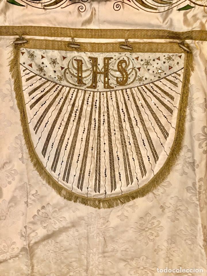 Antigüedades: Capa pluvial en seda blanca. Bordados. Siglo XIX. Flor de lis. - Foto 11 - 287141878