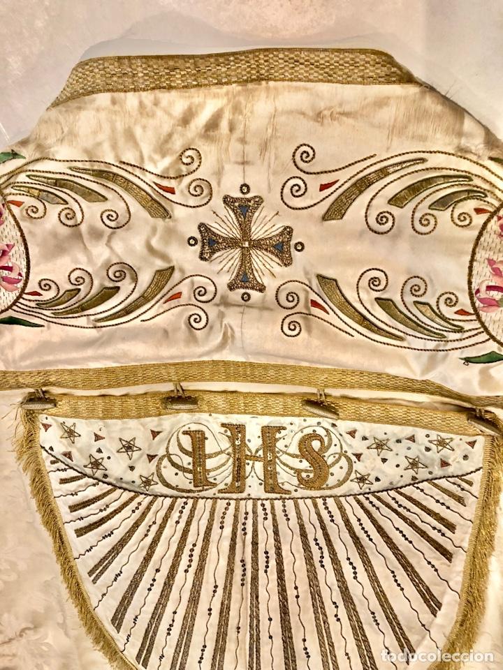 Antigüedades: Capa pluvial en seda blanca. Bordados. Siglo XIX. Flor de lis. - Foto 12 - 287141878