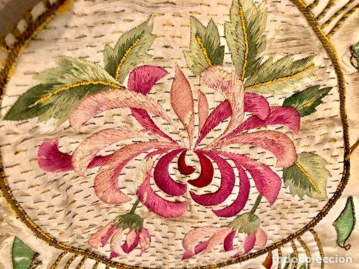 Antigüedades: Capa pluvial en seda blanca. Bordados. Siglo XIX. Flor de lis. - Foto 15 - 287141878