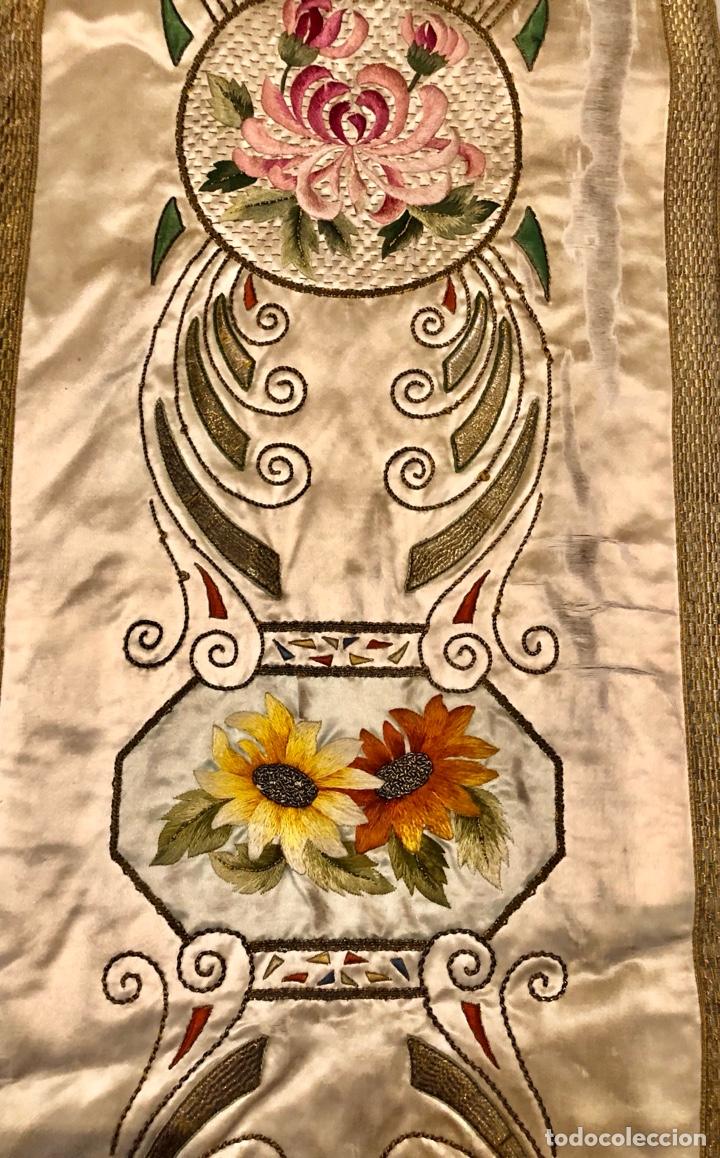 Antigüedades: Capa pluvial en seda blanca. Bordados. Siglo XIX. Flor de lis. - Foto 16 - 287141878