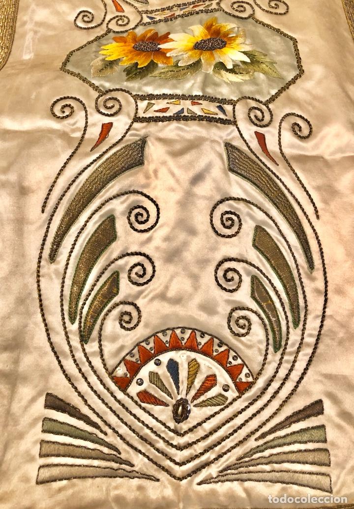Antigüedades: Capa pluvial en seda blanca. Bordados. Siglo XIX. Flor de lis. - Foto 17 - 287141878