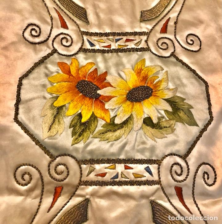 Antigüedades: Capa pluvial en seda blanca. Bordados. Siglo XIX. Flor de lis. - Foto 18 - 287141878