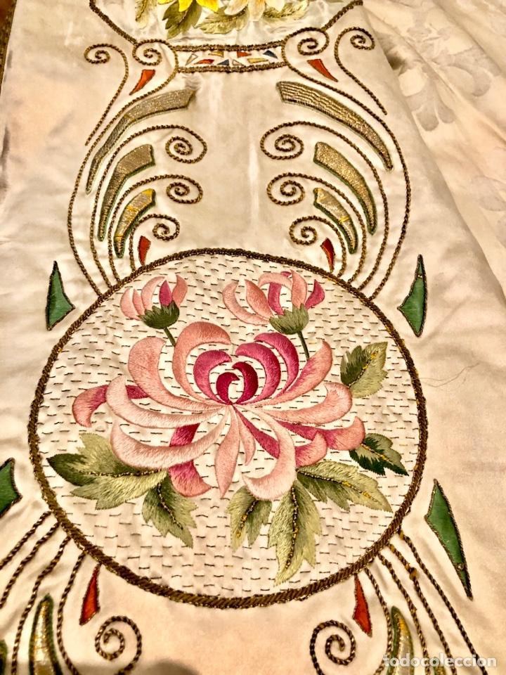 Antigüedades: Capa pluvial en seda blanca. Bordados. Siglo XIX. Flor de lis. - Foto 19 - 287141878