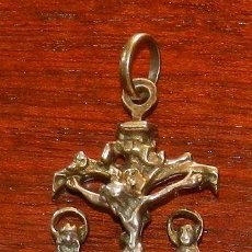 Antigüedades: ANTIGUO MEDALLA CON CRUCIFIJO REALIZADO EN PLATA, MIDE 4,5 CMS.. Lote 287211028