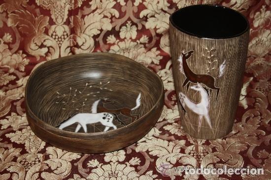 JARRÓN Y CENTRO DE MESA EN CERÁMICA POLICROMADA Y ESMALTADA. CHINA. AÑOS 60 (Antigüedades - Porcelanas y Cerámicas - China)