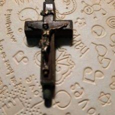 Oggetti Antichi: MAGNIFICA CRUZ ANTIGUA GUARDAPELO O RELIQUIA. Lote 287222628