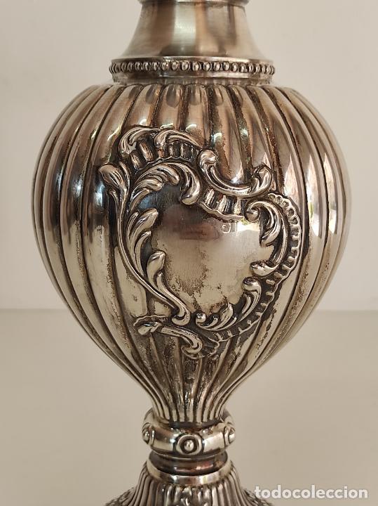 Antigüedades: Decorativa Jarra en Plata de Ley con Contrastes - Joyería Oriol, Barcelona - Altura 34 cm - Foto 4 - 287226638