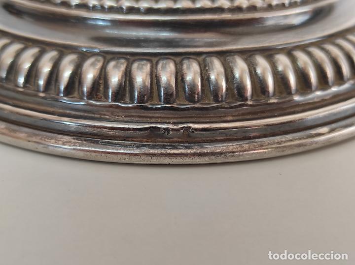 Antigüedades: Decorativa Jarra en Plata de Ley con Contrastes - Joyería Oriol, Barcelona - Altura 34 cm - Foto 7 - 287226638