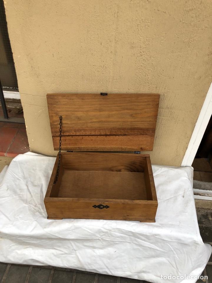 Antigüedades: Preciosa caja de madera antigua ( pueblo llopart tallado ). (46x26x14 cm) - Foto 3 - 287242348