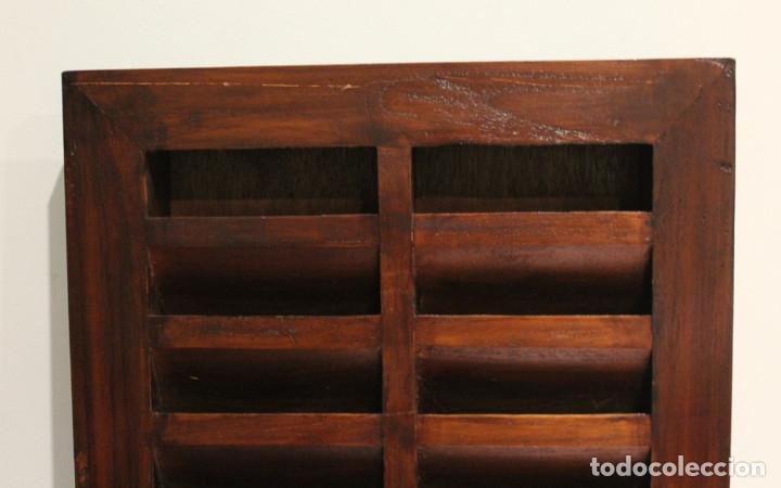 Antigüedades: Mueble expositor de CDS. Madera maciza. - Foto 2 - 287334868
