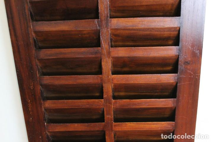 Antigüedades: Mueble expositor de CDS. Madera maciza. - Foto 3 - 287334868