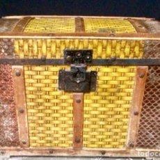 Antiquités: BAUL DE MADERA Y CHAPADO EN METAL DE PRINCIPIOS DEL SIGLO XX. Lote 287341613