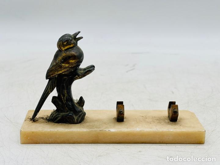 FIGURA PÁJARO SOBRE ALABASTRO (Antigüedades - Hogar y Decoración - Figuras Antiguas)