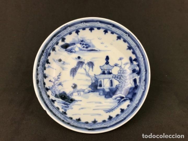 PLATO ONDO ACIENCADO DE PORCELANA CHINA DEL SIGLO XVIII. (Antigüedades - Porcelanas y Cerámicas - China)