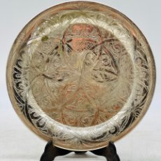 Antiguidades: PLATO DE RELIEVES PLATEADO. Lote 287383588