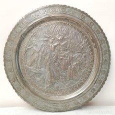 Antigüedades: PLATO METÁLICO REPUJADO. Lote 287415098