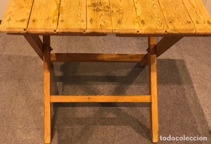 Antigüedades: Mesa de madera pino plegable para terraza. Pies lacados rosa claro. - Foto 5 - 287430613