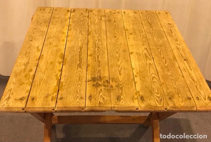 Antigüedades: Mesa de madera pino plegable para terraza. Pies lacados rosa claro. - Foto 6 - 287430613