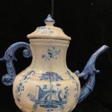 Antiquités: TETERA DE CERAMICA TALAVERA SELLADA RUIZ DE LUNA DEFECTOS RESEÑADOS EN FOTO. Lote 287430888