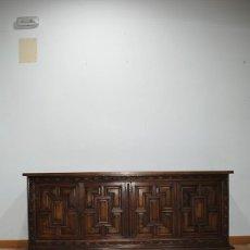Antigüedades: APARADOR ANTIGUO TALLADO ESTILO CASTELLANO. Lote 287458893