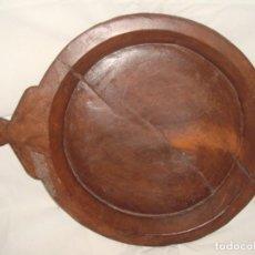 Antigüedades: ANTIGUA BANDEJA RUSTICA DE MADERA MACISA. Lote 287466188