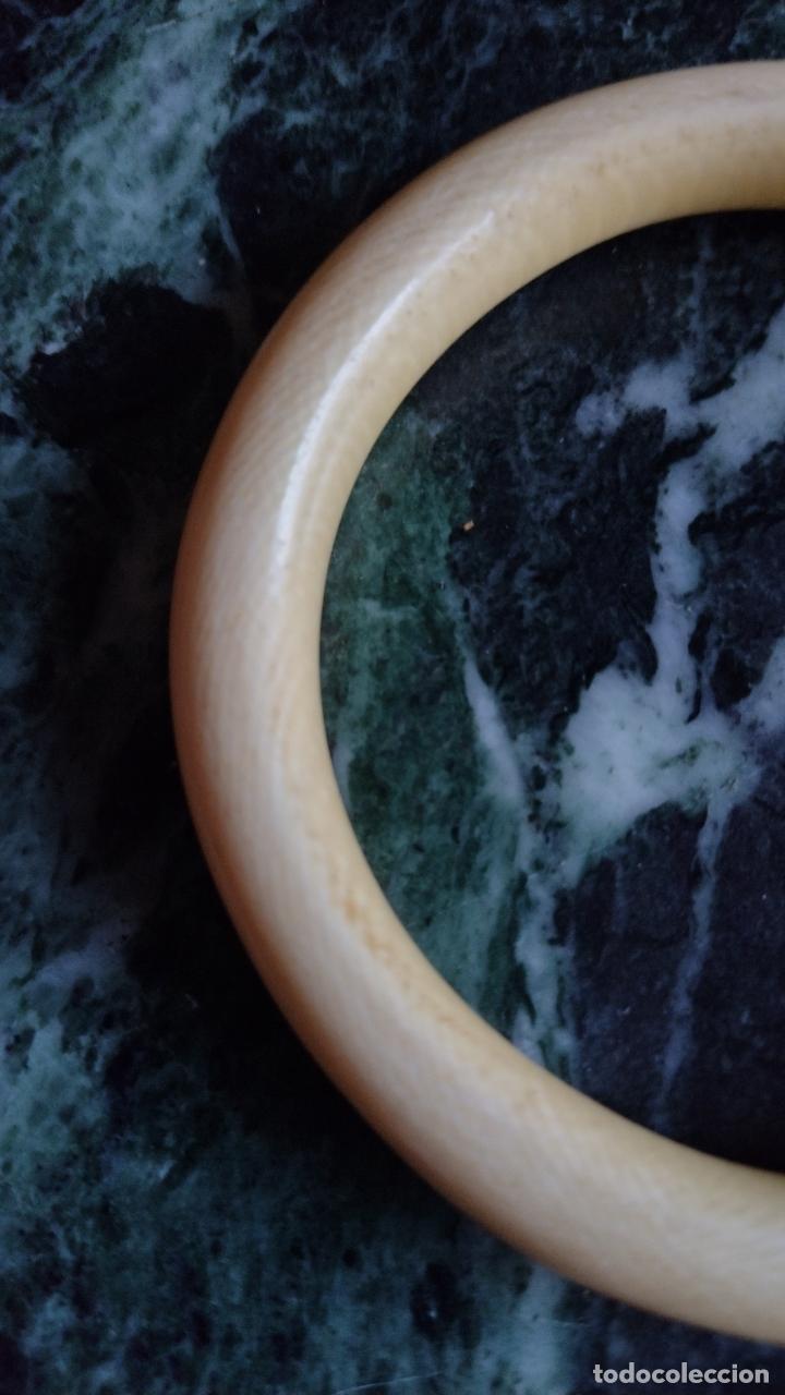 Antigüedades: Antigua pulsera en marfil de una pieza . - Foto 4 - 287488038