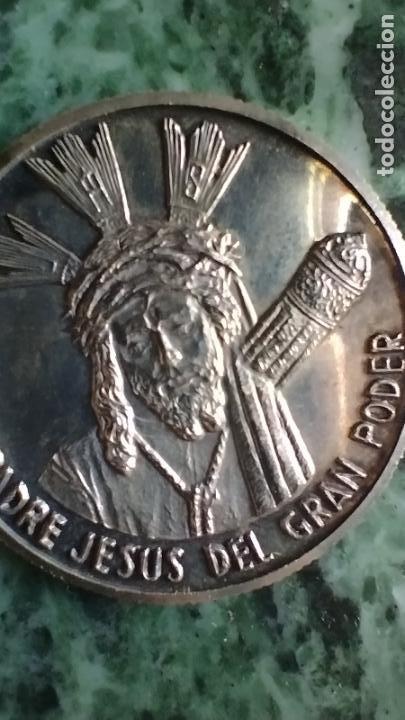 Antigüedades: Moneda conmemorativa plata 999 Nuestro Padre Jesús del Gran Poder - Foto 5 - 287548038