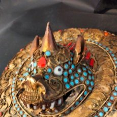 Antigüedades: ANTIGUA MÁSCARA TIBETANA CON PIEDRAS SEMIPRECIOSAS. Lote 287576873